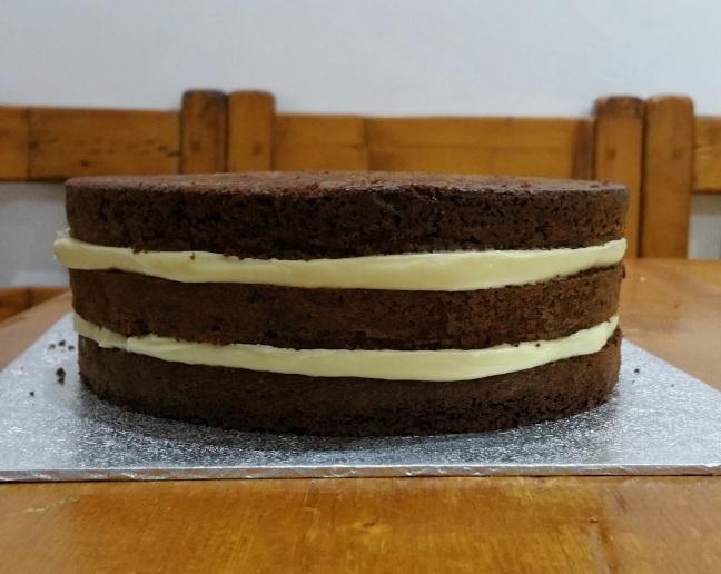 Naked cake relleno de ganache de chocolate blanco