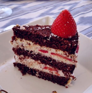 Tarta de chocolate con nata de leche de coco